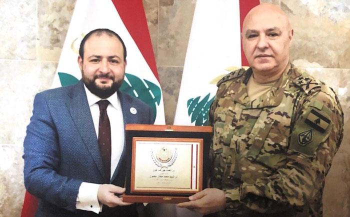 قائد الجيش العماد جوزف عون يكرّم رئيس جمعية بنين