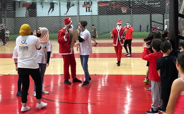 جمعية بنين وبالتنسيق مع الكابتن فادي الخطيب ونادي Champs Fitness Development Centre وزعوا الهدايا على الأطفال بمناسبة عيد الميلاد.
